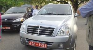 mahinda rajapaksa with police vehicles